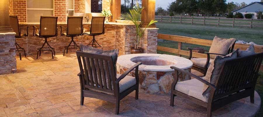 Outdoor Fireplace Design & Installation